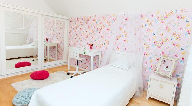 pok j dzieci cy bia o r owy pok j dla dziewczynki. Black Bedroom Furniture Sets. Home Design Ideas